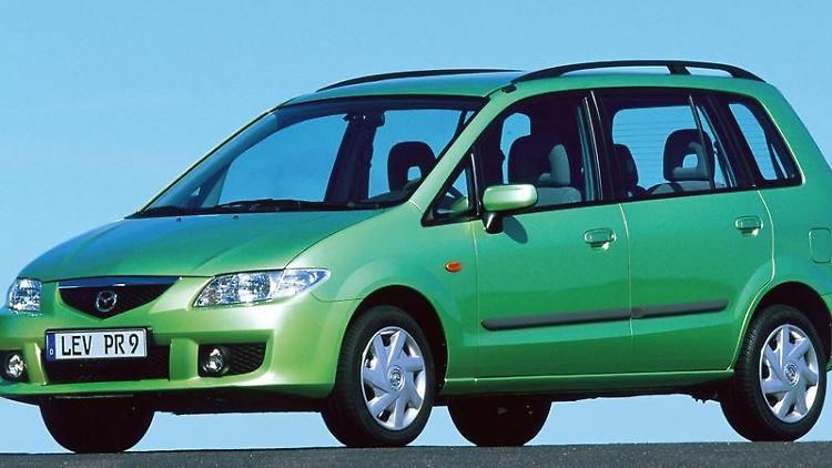 Auch in Grün für viele farblos: Der Mazda Premacy glänzt eher durch innere als äußere Werte - in der ADAC-Pannenstatistik gilt er als «äußerst zuverlässig». (Bild: Mazda/dpa/tmn)