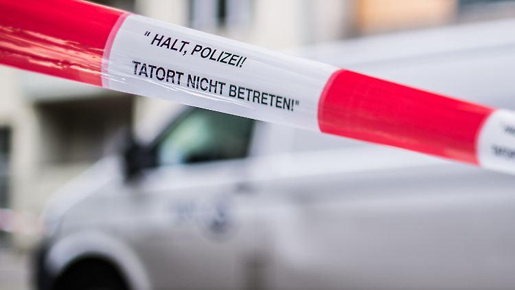 Einer der Diebe gelang über das Dach in den Sicherheitsbereich eines Werttransport-Unternehmens und löste einen Schuss. (Symbolbild)
