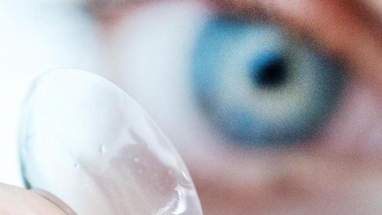 Auge und Kontaktlinse