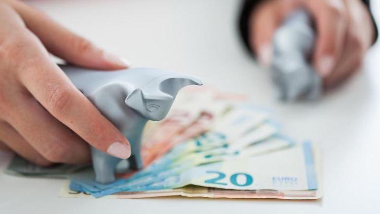 Hand und Geldscheine