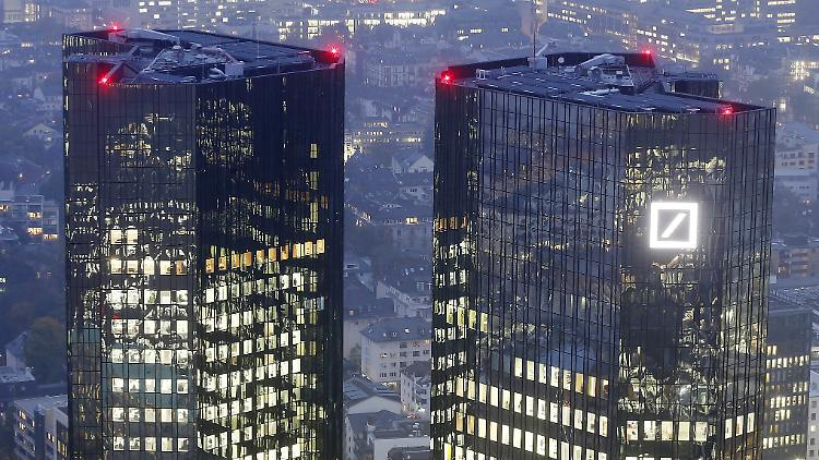 FILE - In this Oct. 30, 2014 file picture the Deutsche Bank headquarters are photographed in Frankfurt, Germany,  The bank will have the annual press conference on Thursday Feb. 2, 2017 in Frankfurt.  AP Photo/Michael Probst, file)