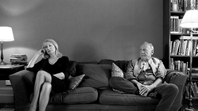 HANDOUT - Patricia Clarkson (l) und Bruno Ganz in einer Szene des Films «The Party» (undatierte Aufnahme). Der Film von Sally Potter läuft im Wettbewerb der Berlinale 2017. ACHTUNG: Nur zur redaktionellen Verwendung im Zusammenhang mit der Berichterstattung über die Berlinale 2017 bis zum 15.03.2017 und nur mit Urhebernennung Foto: --/Adventure Pictures Limited 2017 /Berlinale/dpa +++(c) dpa - Bildfunk+++