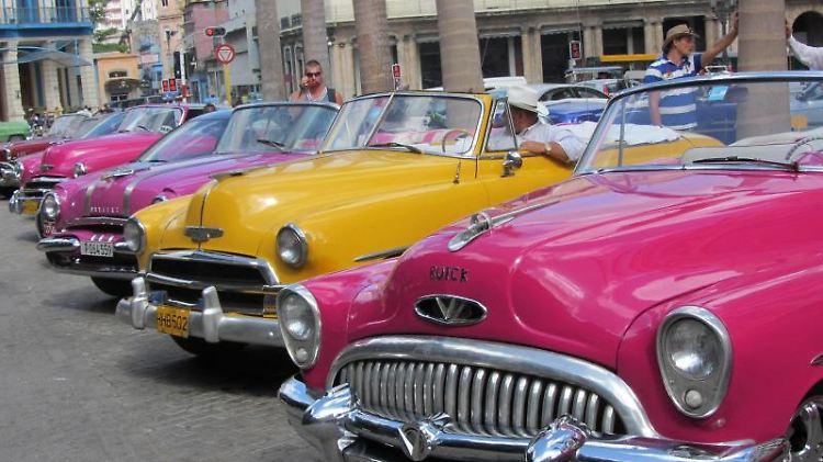 Oldtimer im Einsatz auf Kuba.jpg
