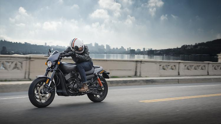 Harley_Davidson_Street_Rod_1.jpg