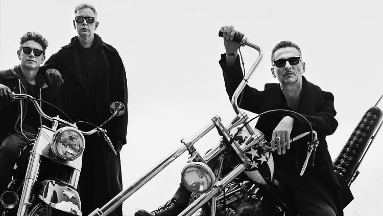 Depeche_Mode_3_AntonCorbijn_ColumbiaRecords_SonyMusic-1.jpg