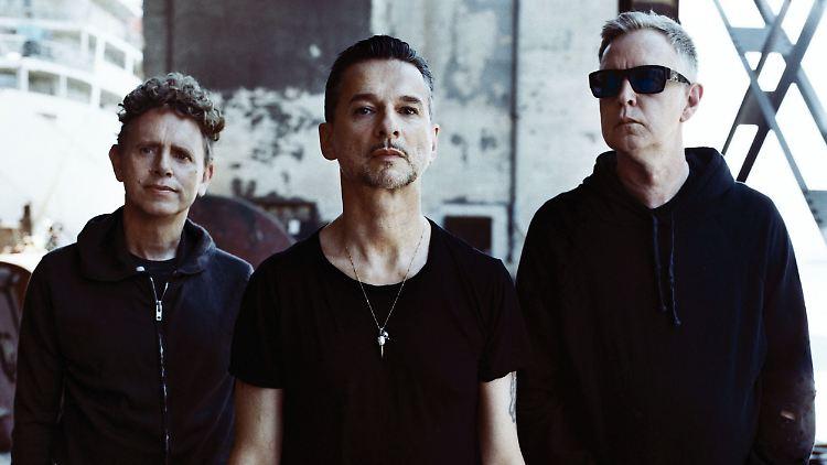 Depeche Mode 2 ©AntonCorbijn ColumbiaRecords SonyMusic-1.jpg