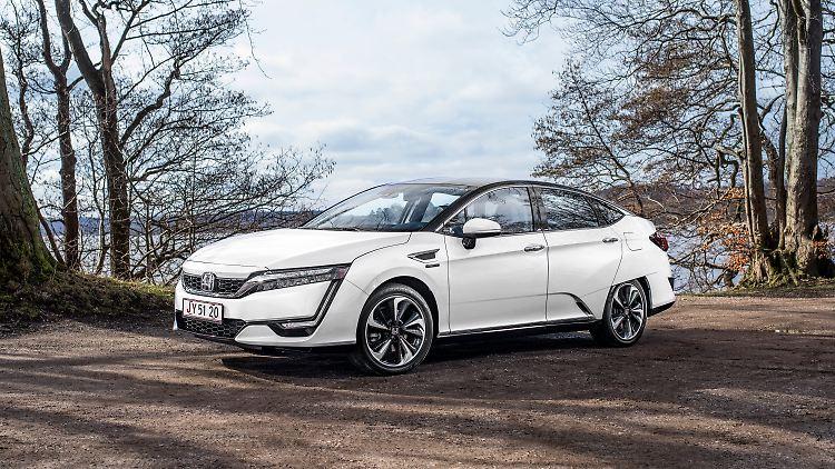 Honda_Clarity_Fuel_Cell_(18).jpg