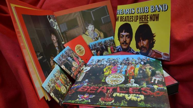 Beatles Sgt. Pepper Box.jpg