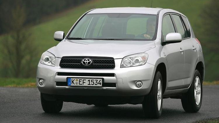 Toyota RAV4 2006-13.jpg