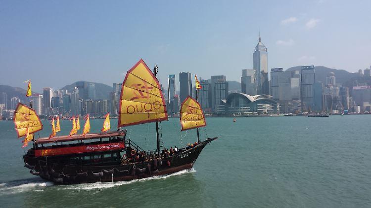 HK Skyline mit Dschunke.JPG