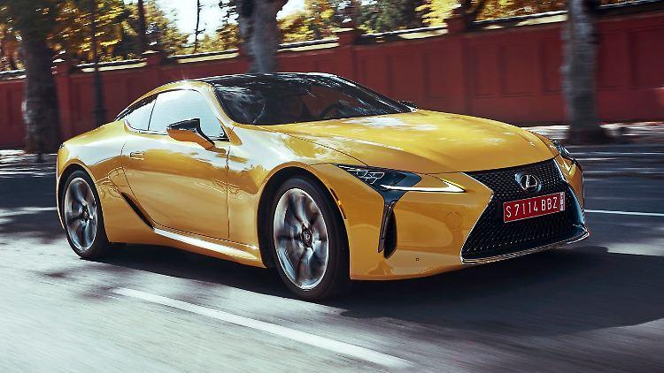 2016_Lexus_LC500_NaplesYellow_Dynamic_02 (1).jpg