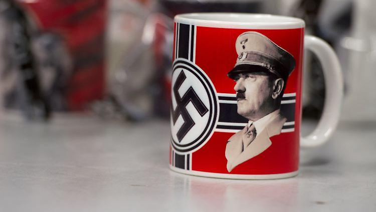 Urlauber Droht Strafe Zoll Beschlagnahmt Hitler Tassen N Tvde