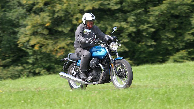 MotoGuzzi_V7-III-Special_3_Spankowski.jpg
