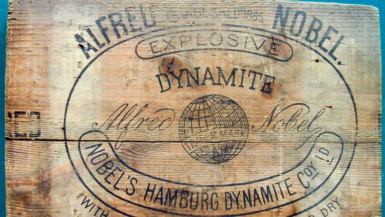 Teil einer Sprengstoffkiste aus Alfred Nobels Dynamitfabrik.jpg