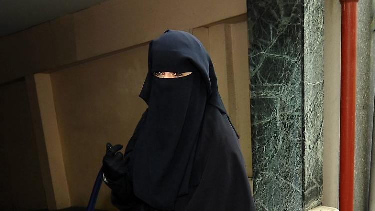Exzess, Burka, Flucht: Drei Frauenleben in Frankreich n