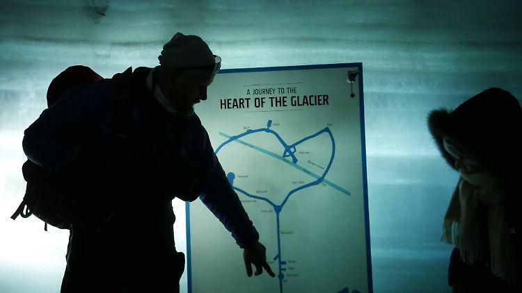 Im Gletschertunnel.jpg