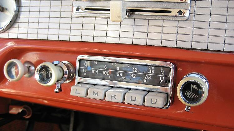 FORD_Taunus_17M_P2(TL)_deLuxe_Two_door_1958_Radio_Blaupunkt_Köln.jpg