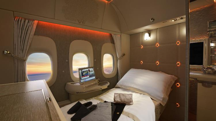 Boeing_777_Neue_First-Class-Privatsuiten_(2)_Credit_Emirates.jpg