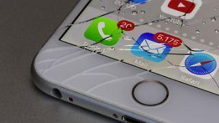 iPhone Display gesplittert.jpg