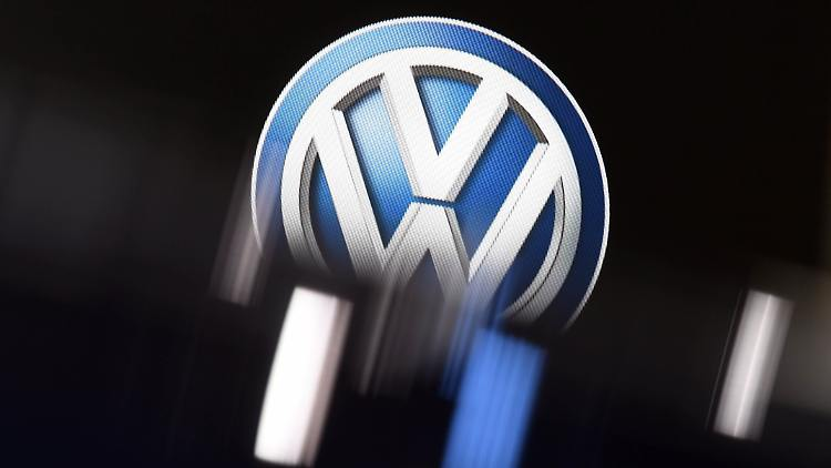 Wenn Autobauer Zu Banken Werden Vw Bmw Und Daimler Spielen Kredit