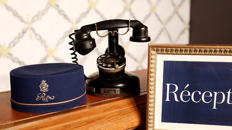 5c6bfd004f8f93 Auktion von Hotel-Mobiliar  Sammler fliegen auf altes Ritz-Interieur ...