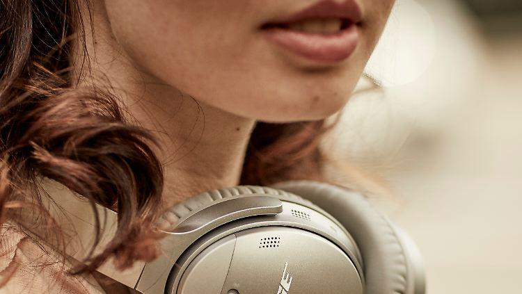 QuietComfort_35_wireless_headphones_II.jpg