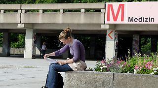 Warten auf einen Studienplatz: Dies soll für Medizin-Studienbewerber nicht mehr möglich sein.