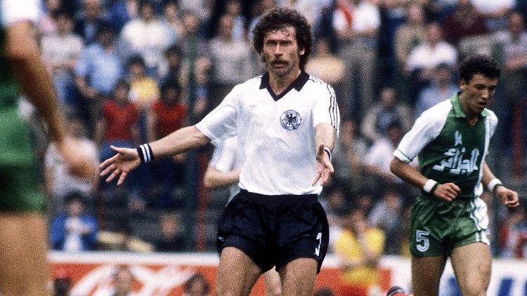 Wm Zeitreise 16 Juni 1982 Ein Muder Haufen Blamiert Deutschland N Tv De