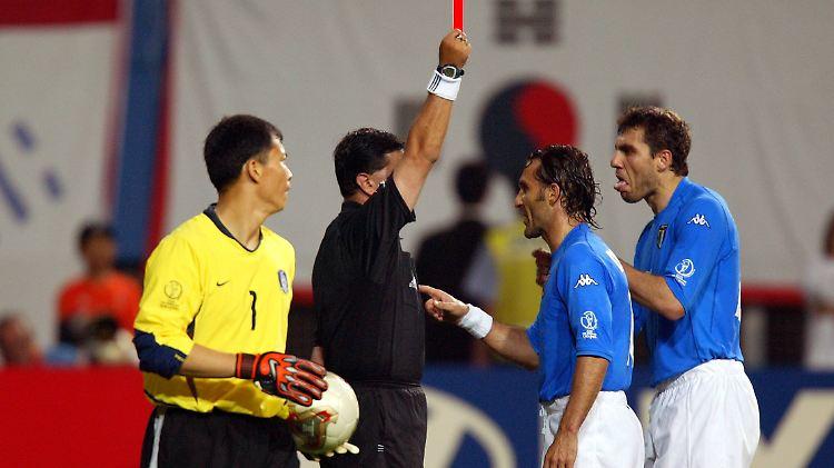 Rote Karte Wm 2018.Wm Zeitreise 18 Juni 2002 Schiedsrichter Skandal Macht Italien