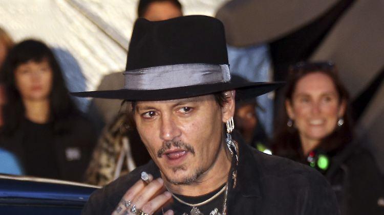 Johnny Depp hat Galgenhumor, wenn ihm Verschwendung vorgeworfen wird.