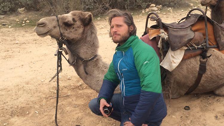 Sebastian Ströbel mit Kamel-1.jpg