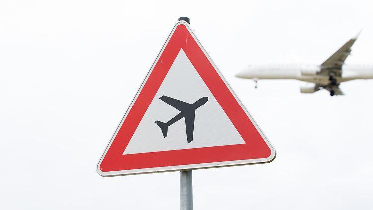 Boeing und Airbus haben ihre eigenen Nachfrageprognosen für die nächsten Jahre angehoben. Ihre Auftragslage haben die Flugzeughersteller vor allem der gestiegenen Nachfrage nach Flugreisen zu verdanken.
