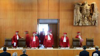Das Strafgesetzbuch stelle die Leugnung, Billigung oder Verharmlosung der NS-Verbrechen nur unter Strafe, wenn sie