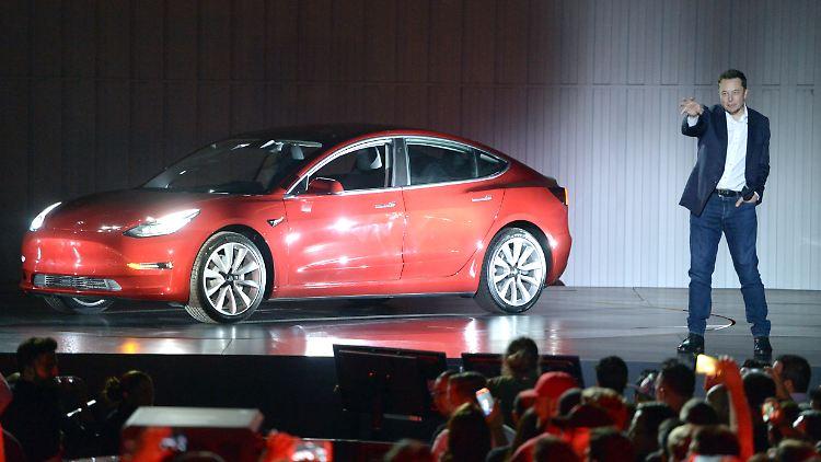 Tesla-CEO Musk steht wegen der Produktionszahlen des Models 3 unter großem Druck.