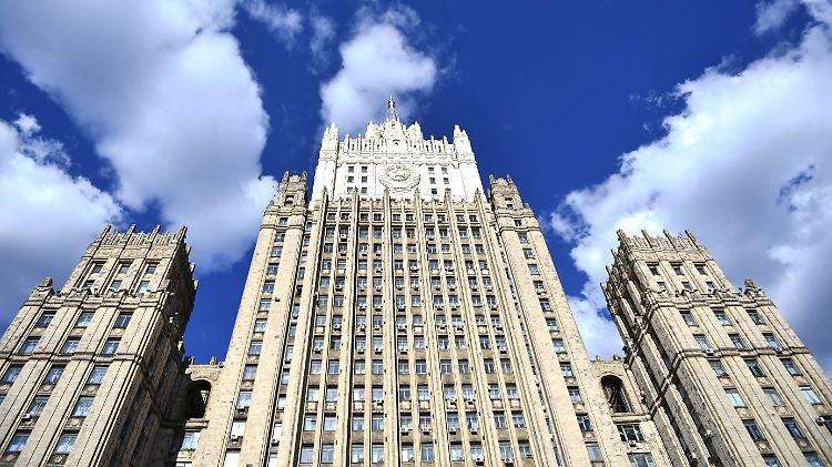 Mit der Ausweisung griechischer Diplomaten reagiere Russland auf die Ausweisung zweier russischer Diplomaten, teilte das Außenministerium mit.