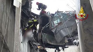 Genua Rettungskräfte Brückeneinsturz.JPG