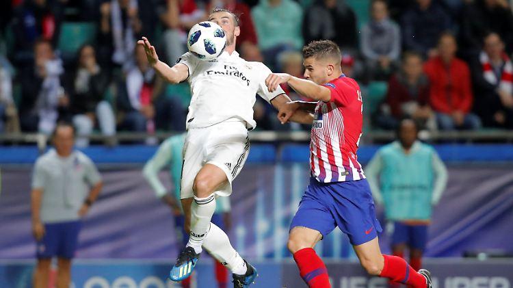 Atléticos Lucas Hernandez im Duell mit Gareth Bale.