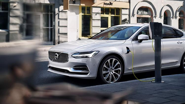 171034_Twin_Engine_T8_Volvo_S90_Inscription_White.jpg