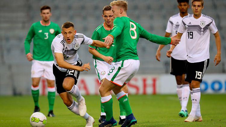 U21 Vor Em Teilnahme Kuntz Team Spielt Irland An Die Wand