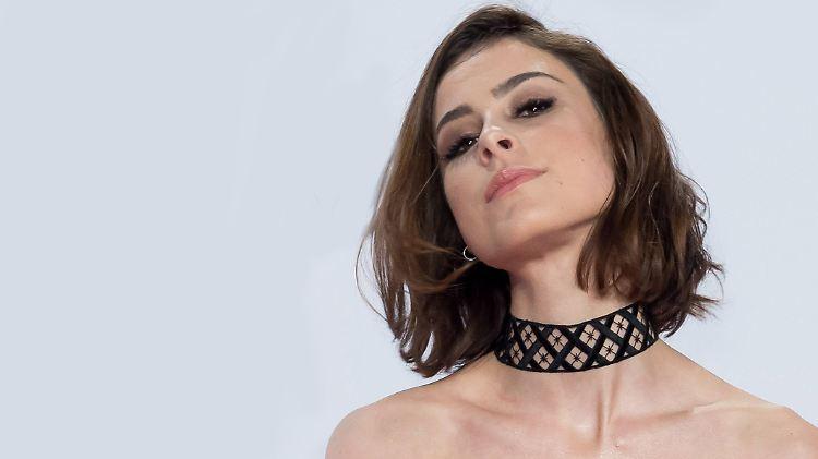466f0518acaed Liebesgrüße an ihren Freund: Lena macht sich im Bikini locker - n-tv.de