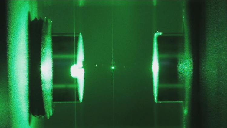 Glass_nanoparticle_suspended_in_an_optical_cavity.png