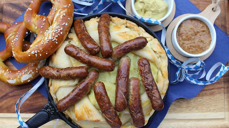 Bayerischer Bratwurst Pie mit Sauerkraut_Beitragsbild_highres.jpg