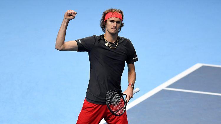 the best attitude 0d296 e7732 Jetzt geht s gegen Federer Zverev steht im Halbfinale der Tennis-WM