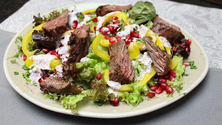 Bunter Salatteller mit Flap Meat Streifen_highres.jpg