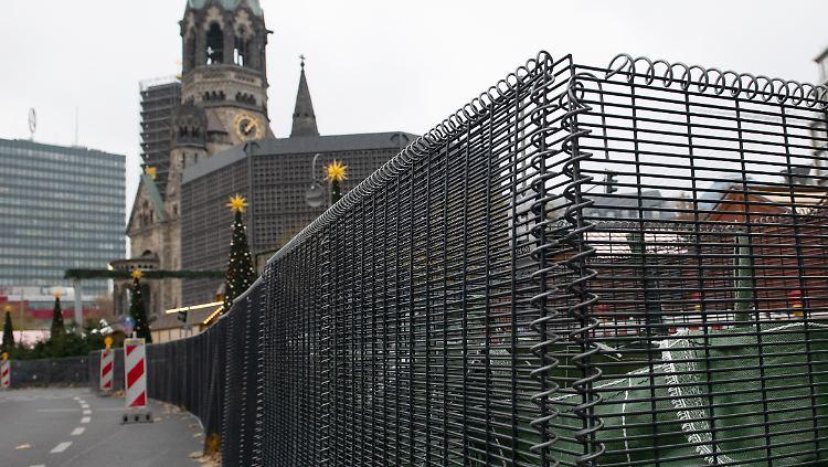 Weihnachtsmarkt W.Weihnachtsmarkt Wird Abgeriegelt Berlin Errichtet Einzigartigen