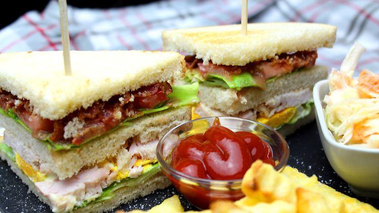 Chicken Club Sandwich_highres.jpg