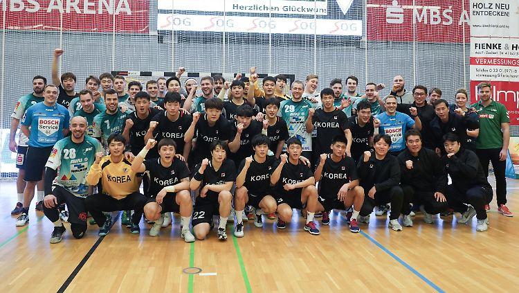 Das koreanische Team zeigt sich geschlossen, hier nach dem Test in Oranienburg.