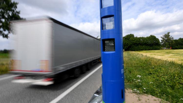 ROUNDUP: Bund behält Lkw-Maut-Betreiber Toll Collect