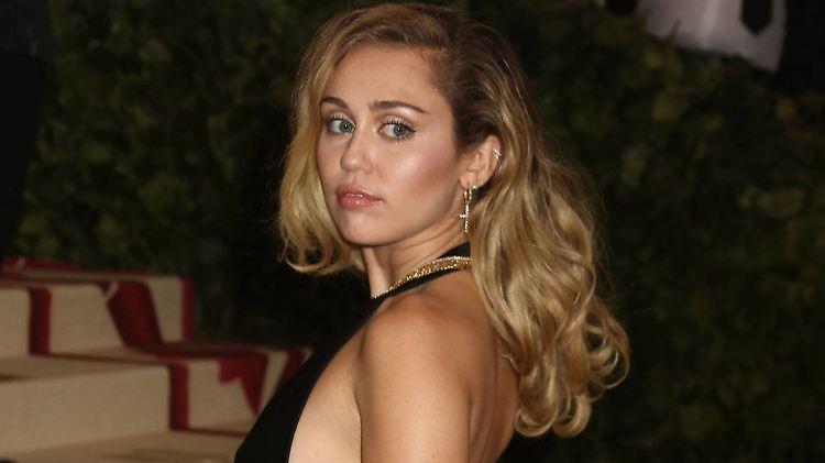 Australien: Miley Cyrus weist Schwangerschaftsgerüchte mit Witz zurück