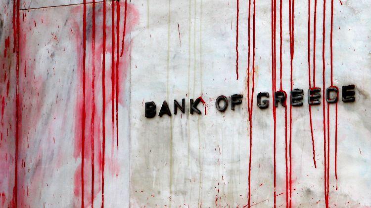 2010-12-06T130907Z_01_YAN10_RTRMDNP_3_GREECE-PROTESTS.JPG6139221297673934462.jpg